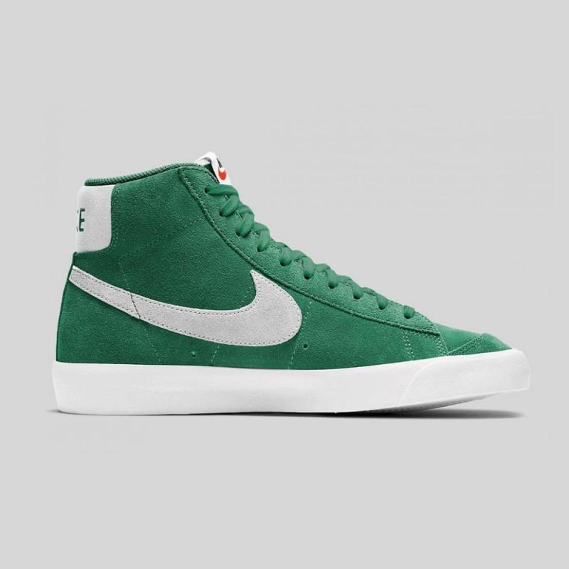 Baskets Nike Blazer Mid' 77 Suede Vert à shopper chez DM'Sports